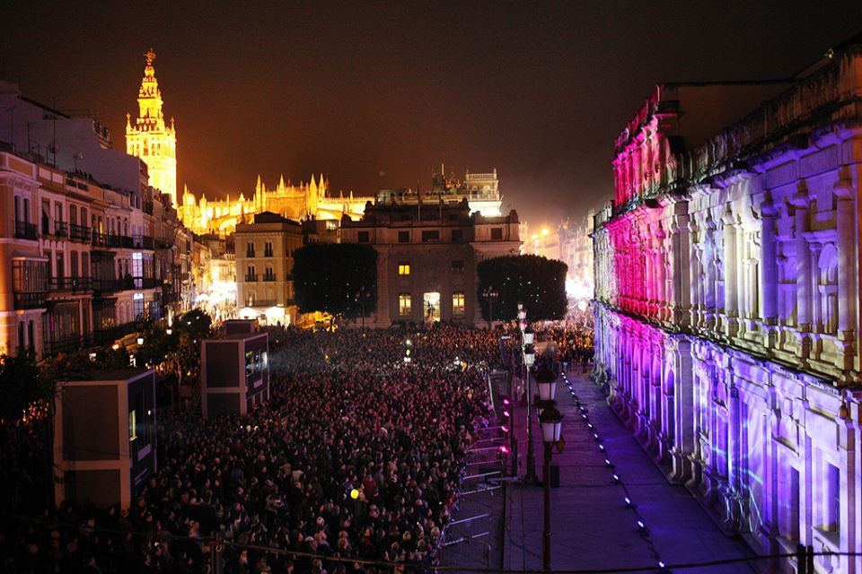The light show projected on the Ayuntamiento (city hall)! So cool!