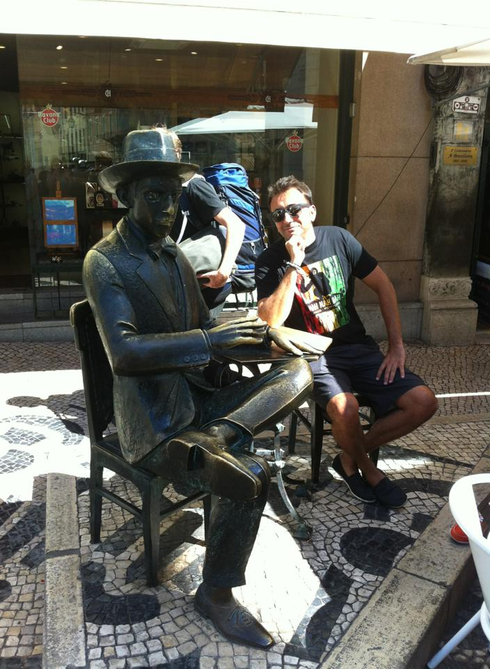 Hangin' out with Fernando Pessoa, famous Portuguese poet, writer, etc, etc.
