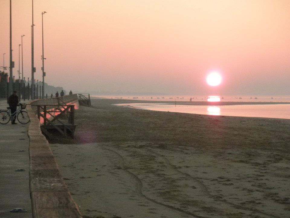 Paseo Maritimo at sunset in Sanlúcar