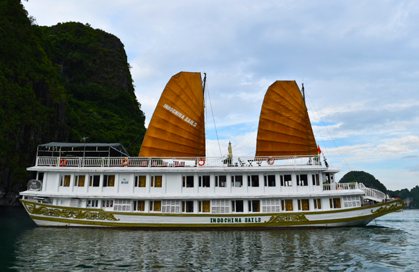 halong-bay-boat-tours